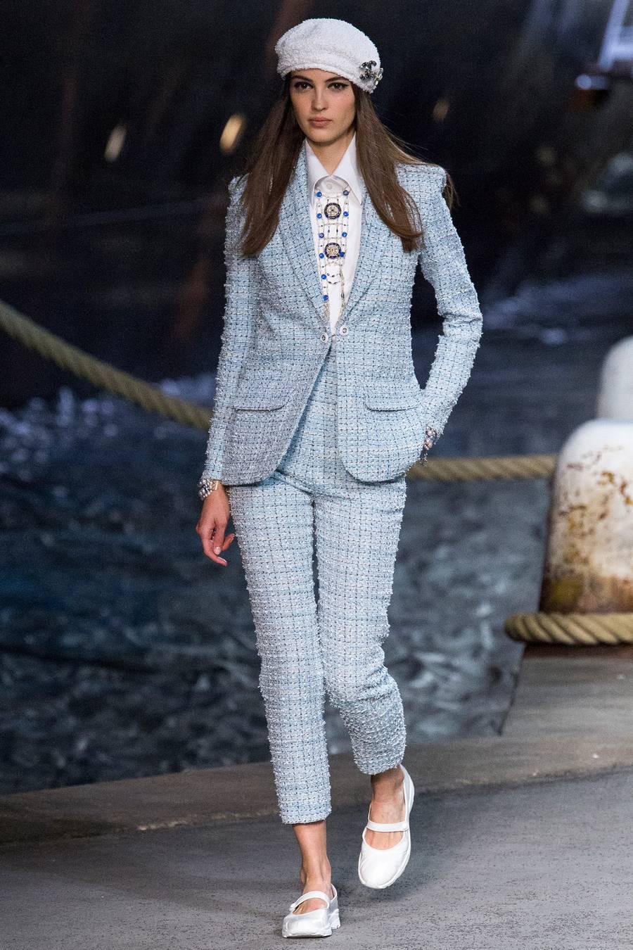 Круизная коллекция Chanel, весна-лето 2019 выход 28