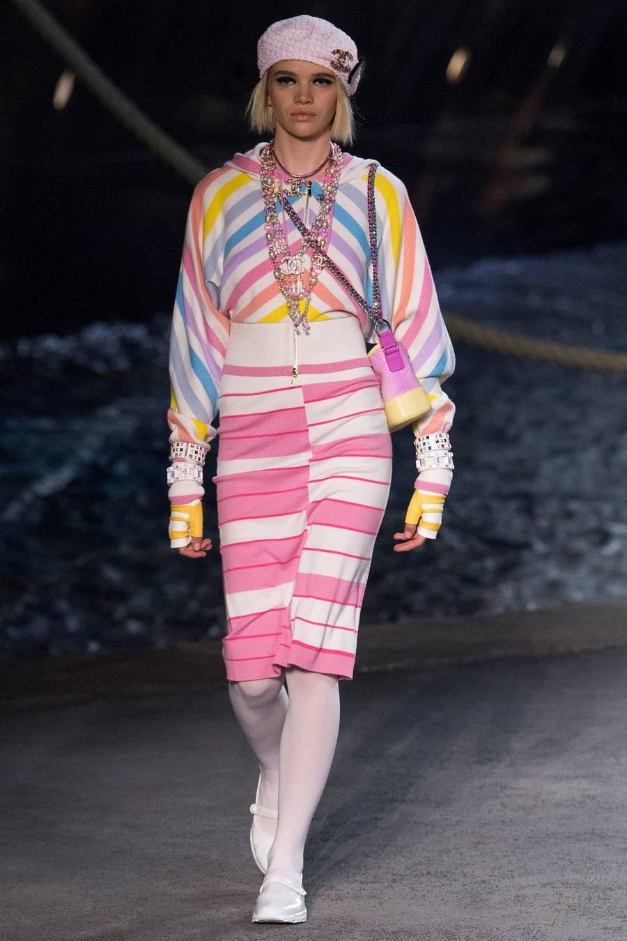 Круизная коллекция Chanel, весна-лето 2019 выход 33
