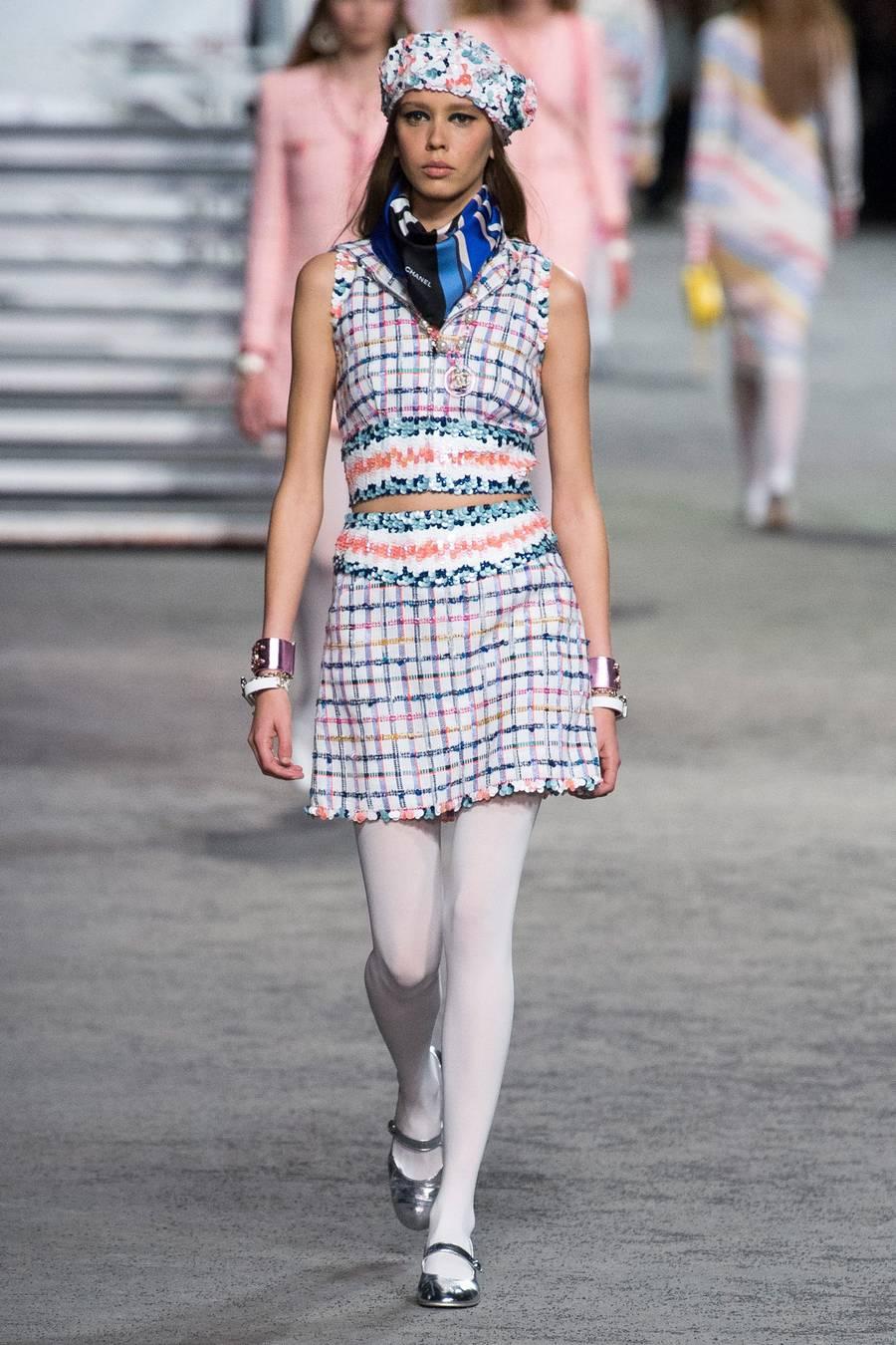Круизная коллекция Chanel, весна-лето 2019 выход 37