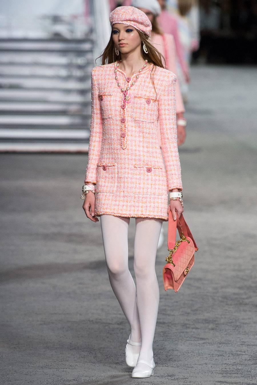Круизная коллекция Chanel, весна-лето 2019 выход 38