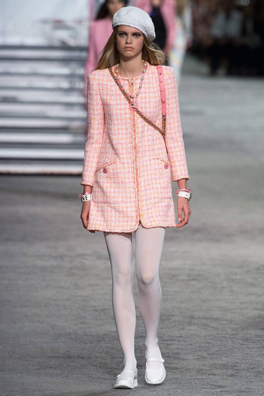 Круизная коллекция Chanel, весна-лето 2019 выход 39