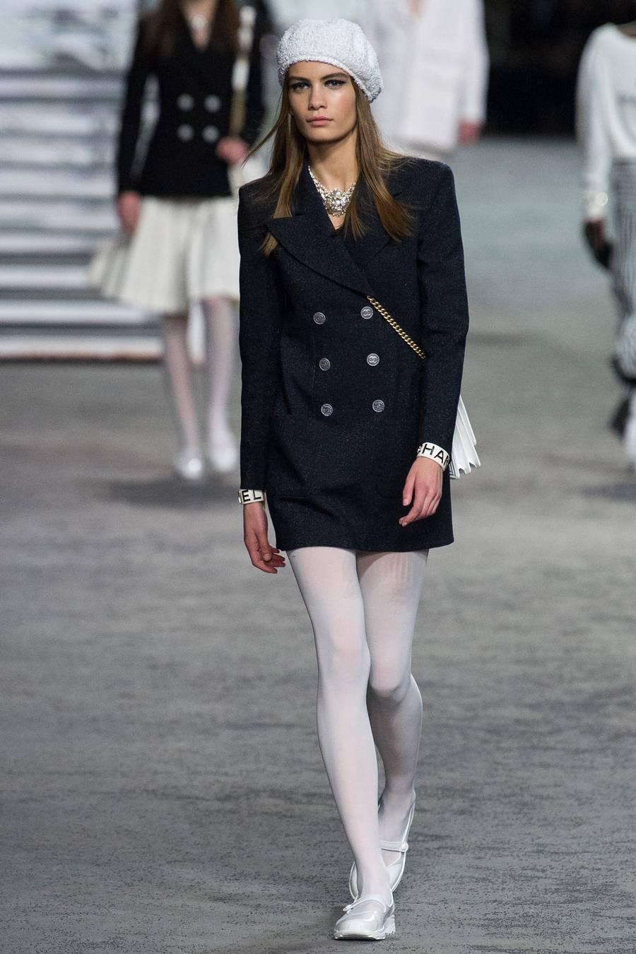Круизная коллекция Chanel, весна-лето 2019 выход 4
