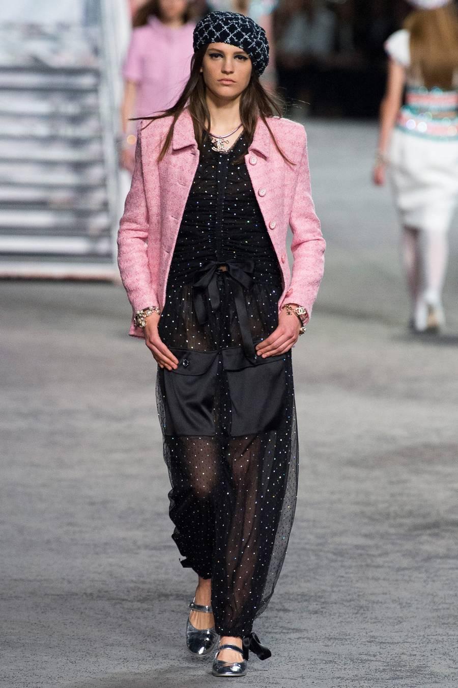 Круизная коллекция Chanel, весна-лето 2019 выход 41