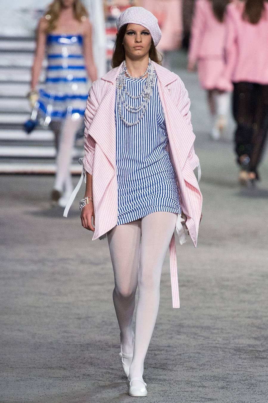 Круизная коллекция Chanel, весна-лето 2019 выход 44