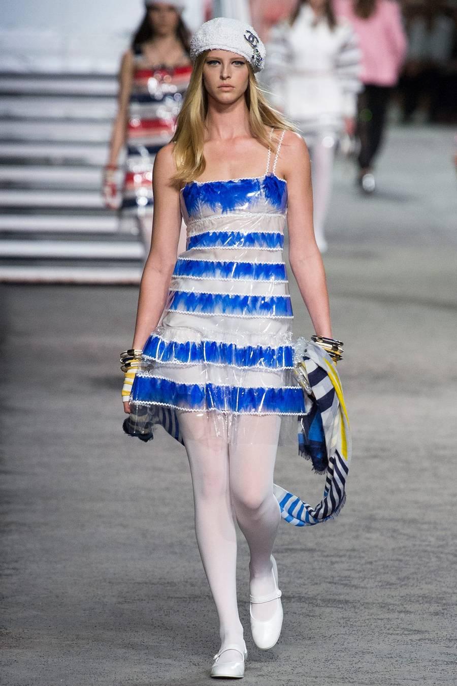 Круизная коллекция Chanel, весна-лето 2019 выход 45