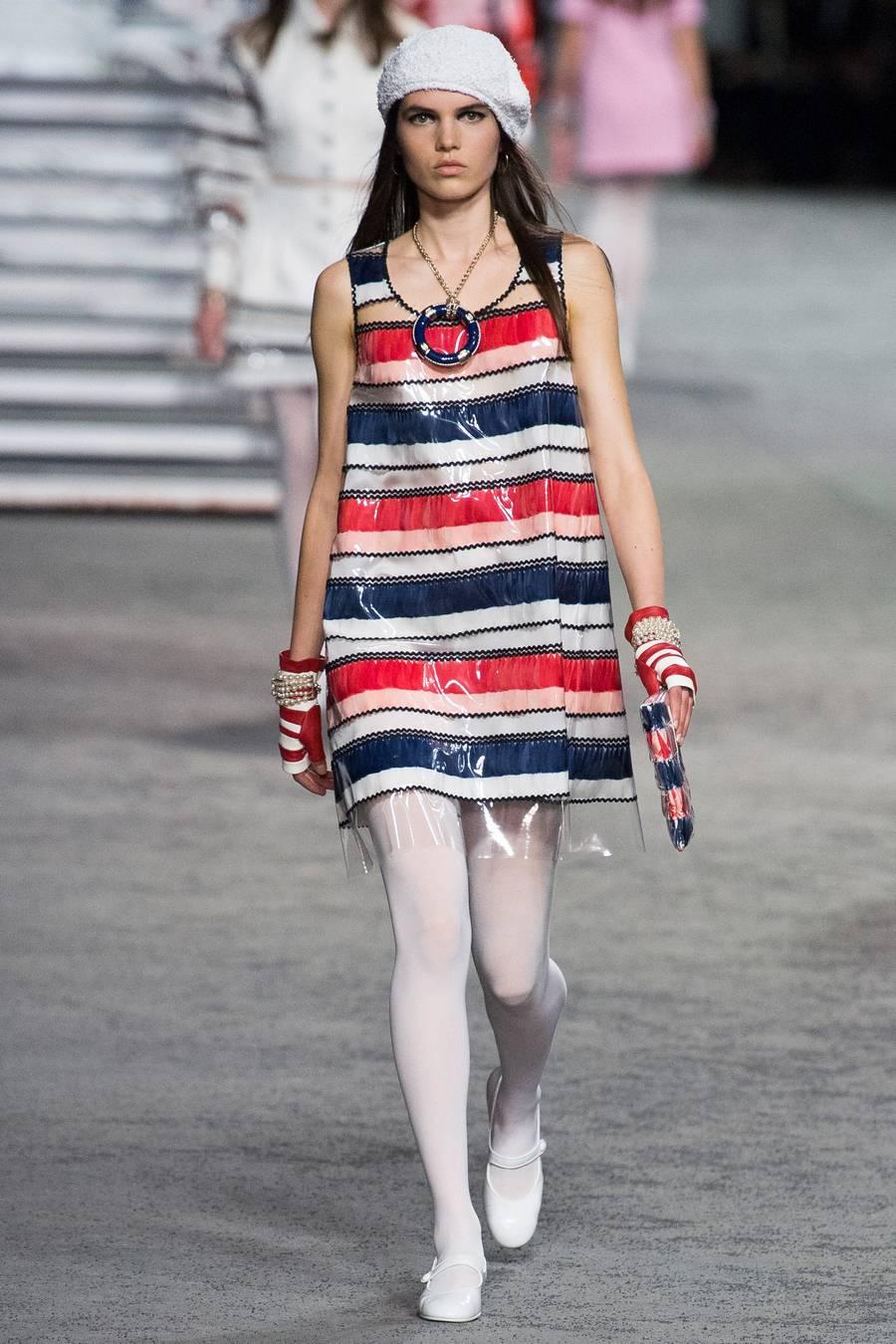 Круизная коллекция Chanel, весна-лето 2019 выход 46