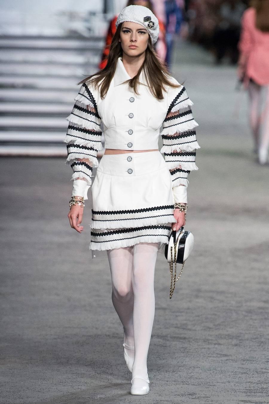 Круизная коллекция Chanel, весна-лето 2019 выход 47