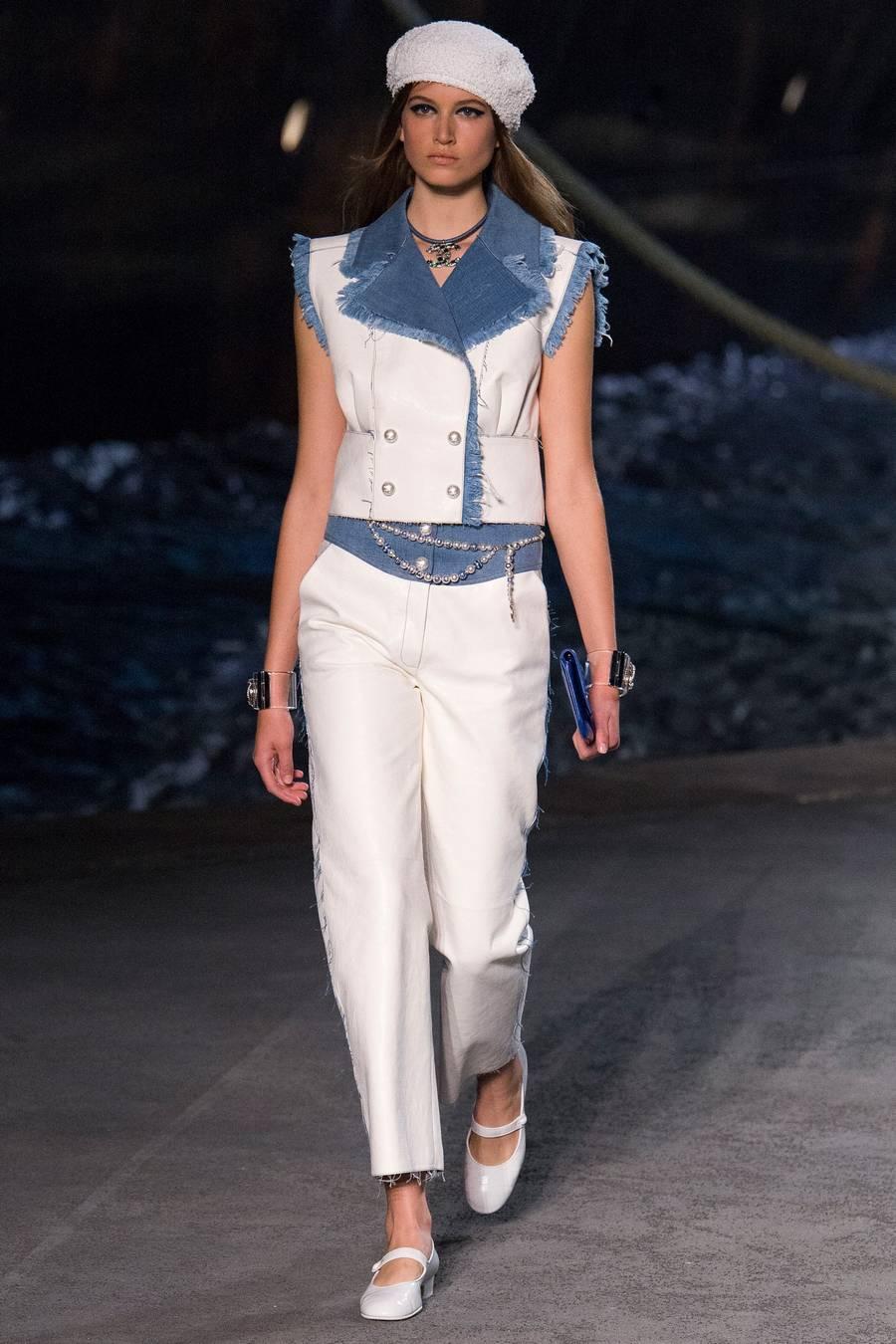 Круизная коллекция Chanel, весна-лето 2019 выход 53