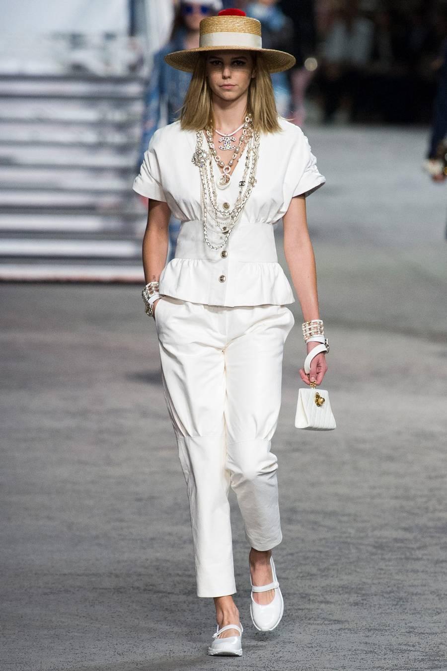 Круизная коллекция Chanel, весна-лето 2019 выход 54