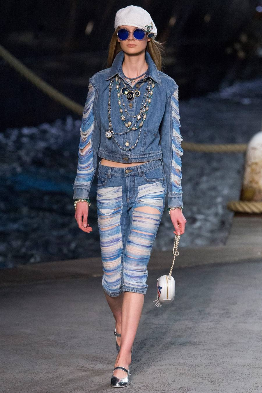 Круизная коллекция Chanel, весна-лето 2019 выход 55