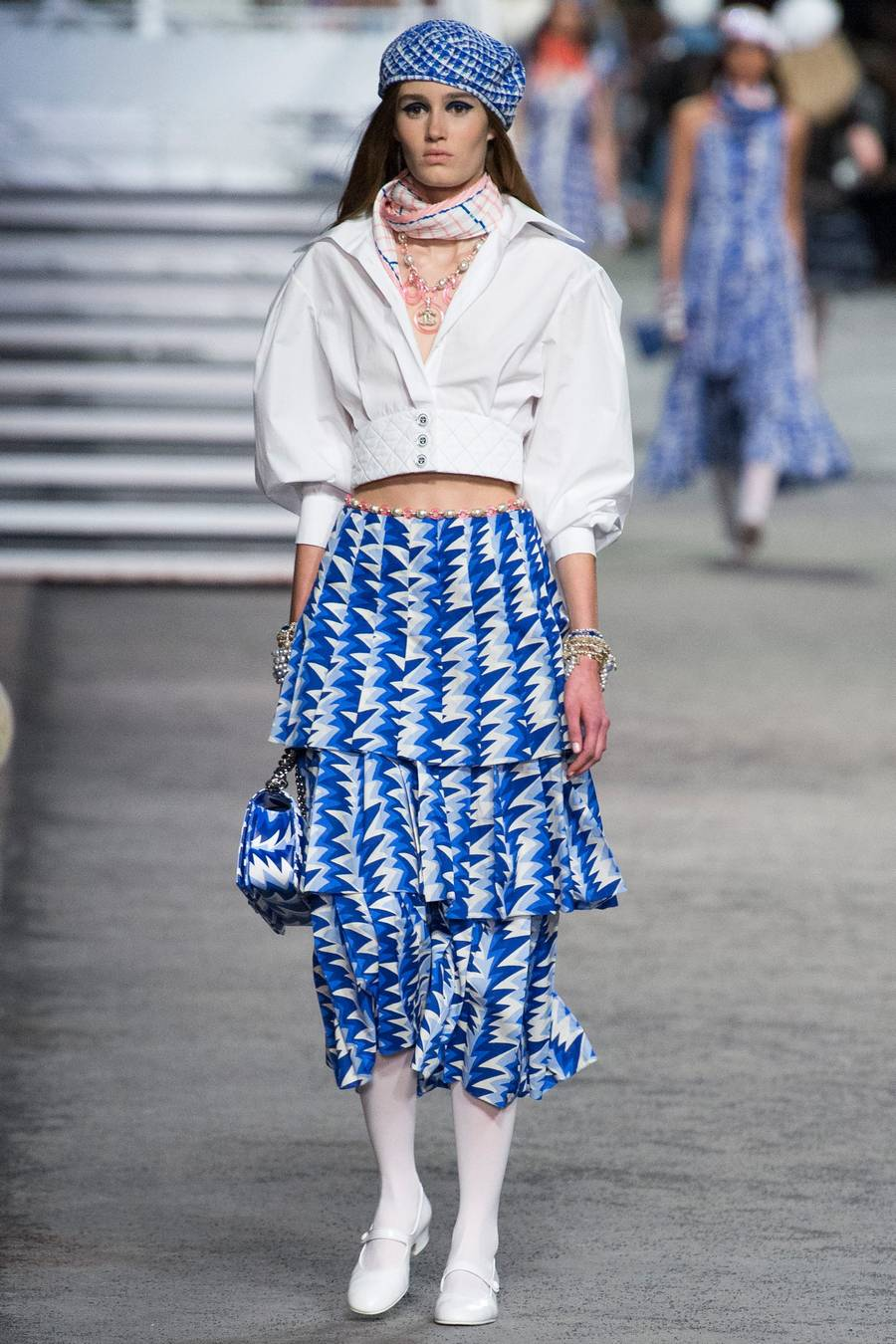 Круизная коллекция Chanel, весна-лето 2019 выход 61