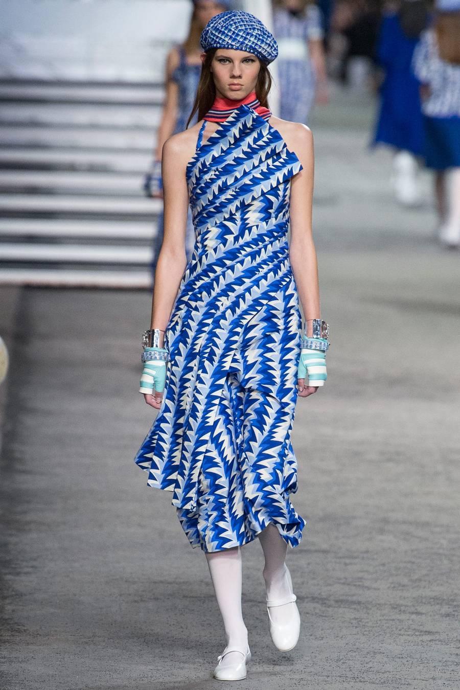 Круизная коллекция Chanel, весна-лето 2019 выход 64