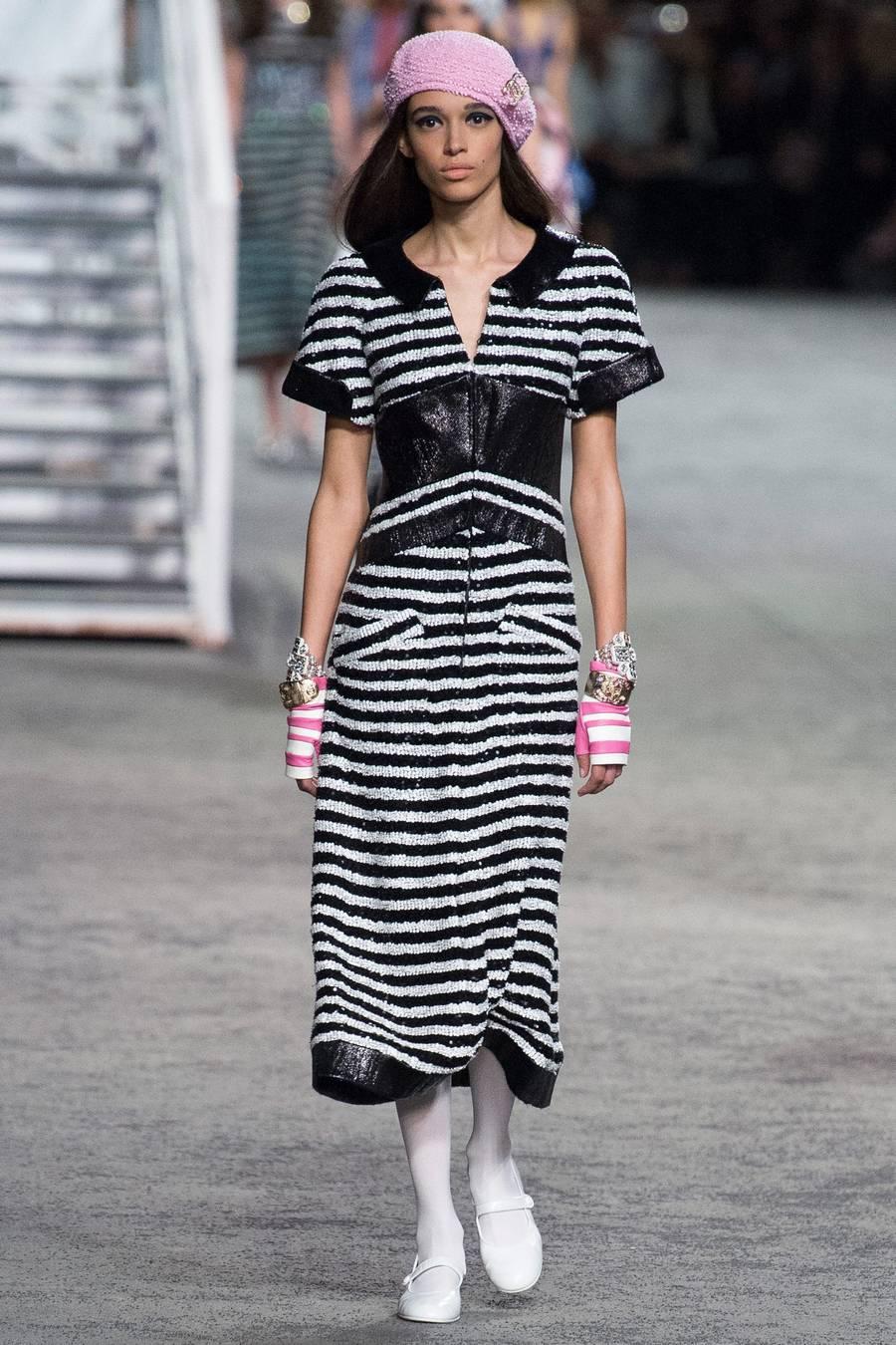 Круизная коллекция Chanel, весна-лето 2019 выход 69