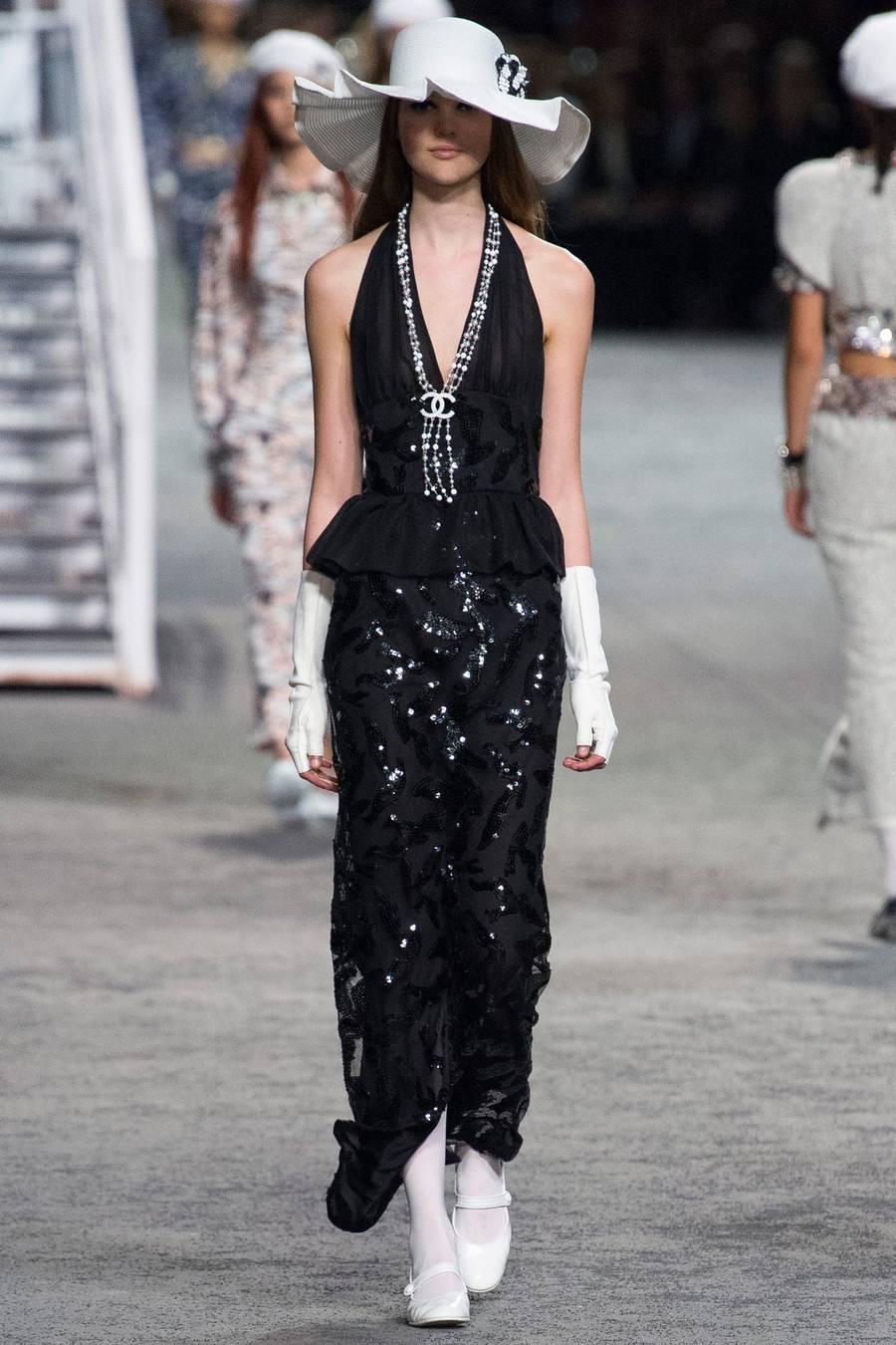 Круизная коллекция Chanel, весна-лето 2019 выход 77