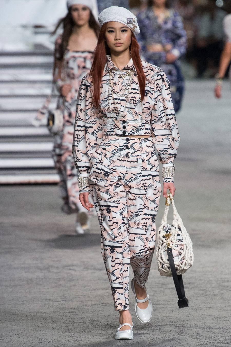 Круизная коллекция Chanel, весна-лето 2019 выход 78