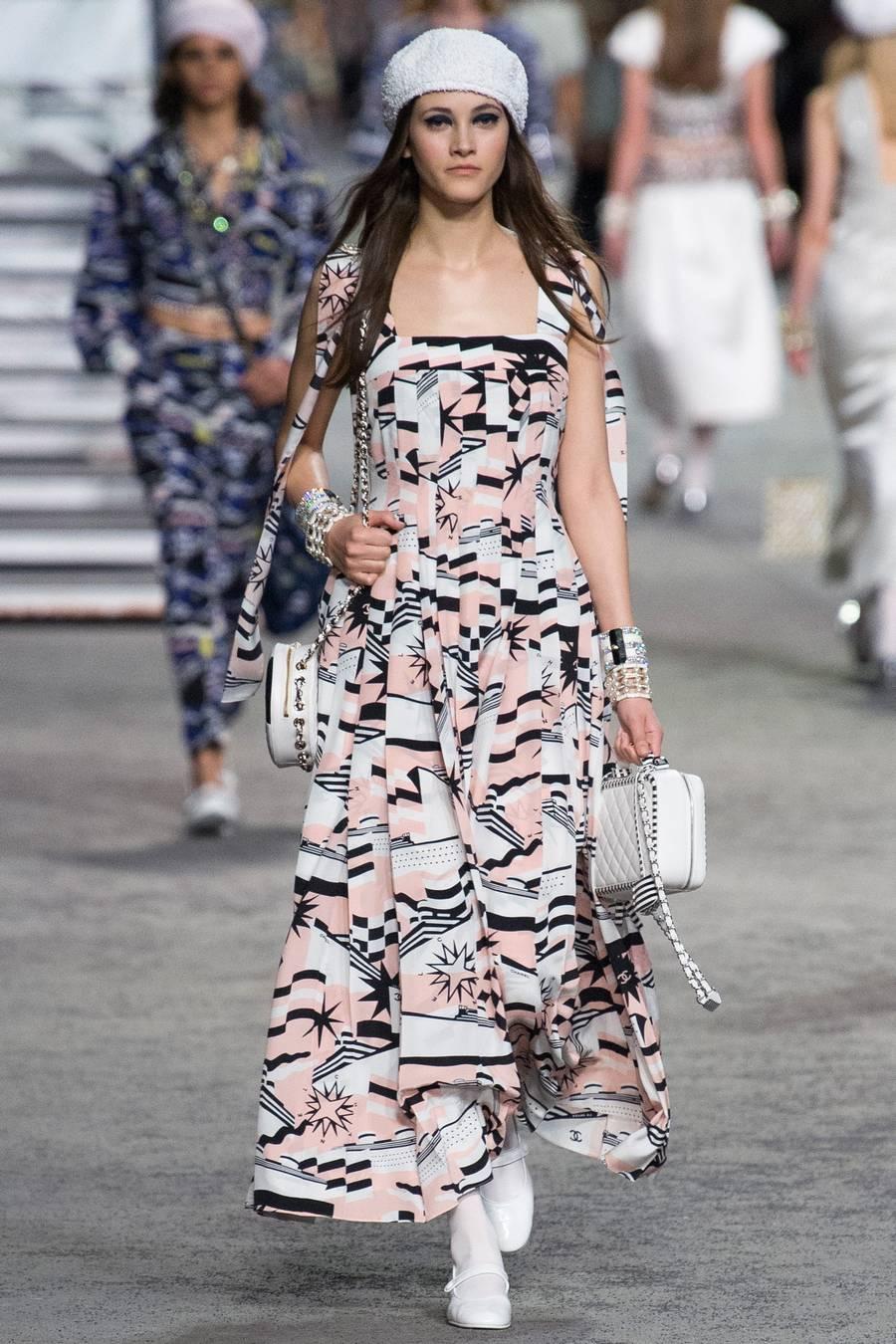 Круизная коллекция Chanel, весна-лето 2019 выход 79