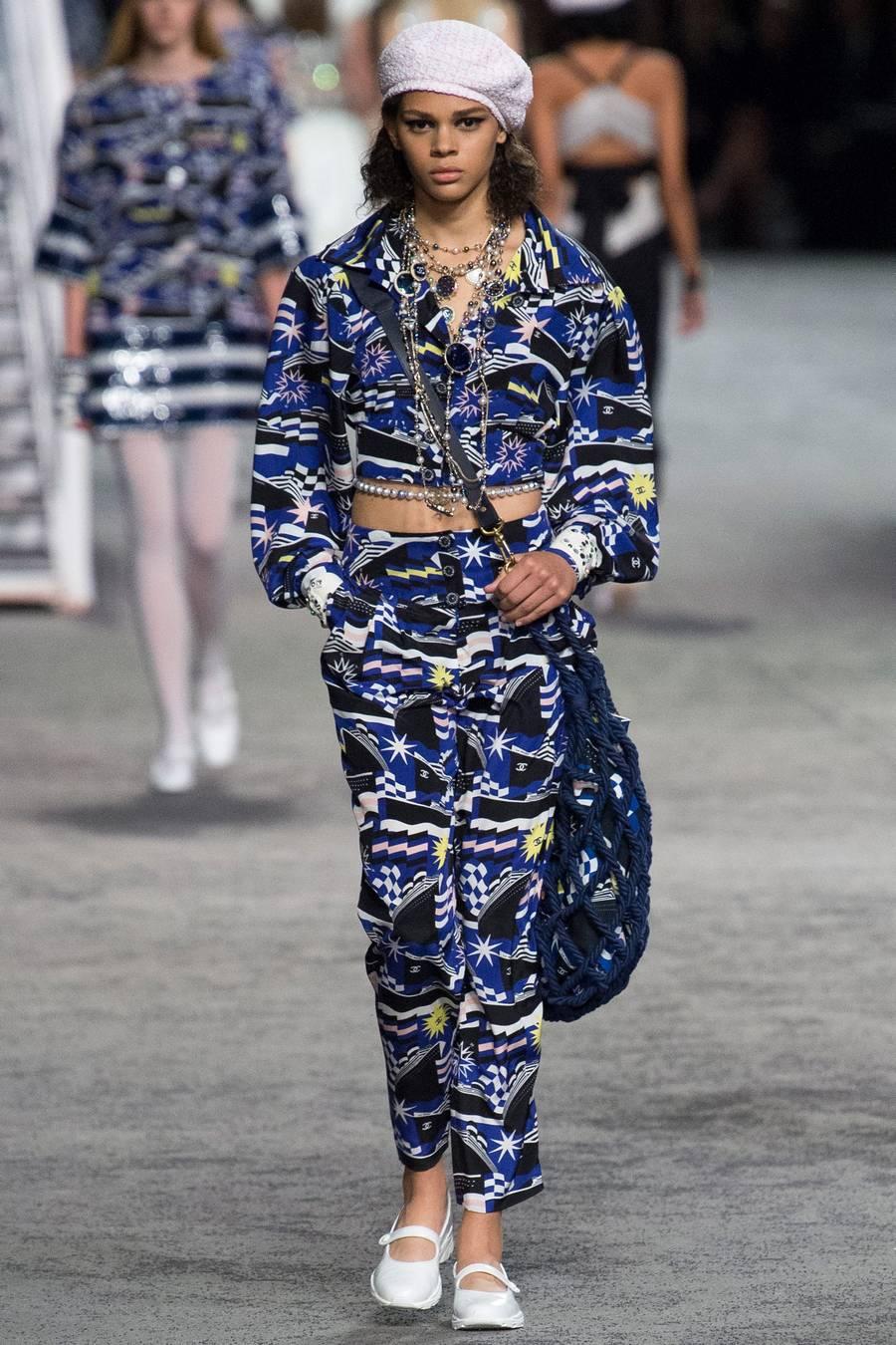 Круизная коллекция Chanel, весна-лето 2019 выход 80