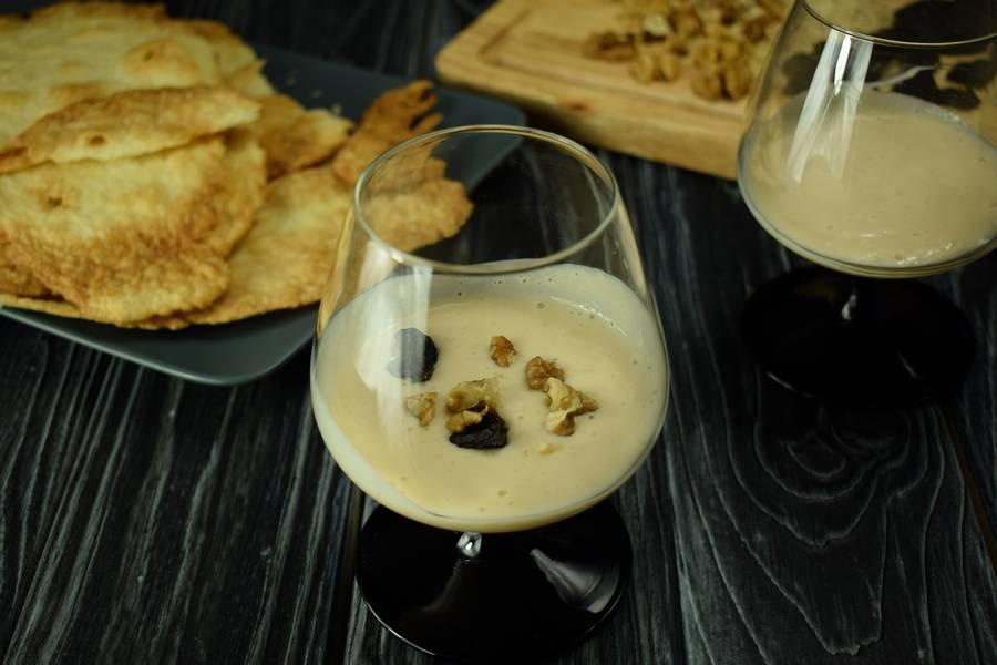 Приготовление десерта с заварным кремом, черносливом и грецкими орехами шаг 10