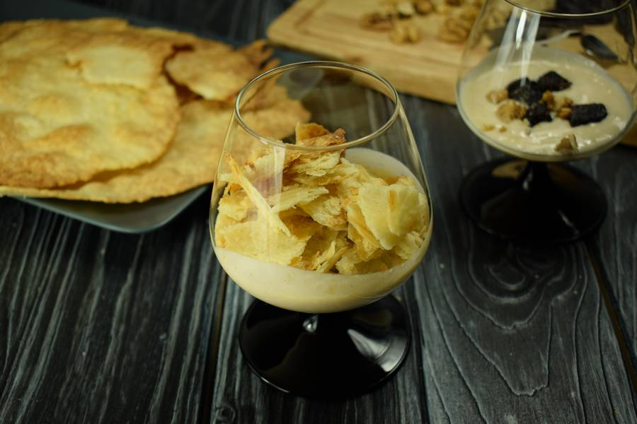 Приготовление десерта с заварным кремом, черносливом и грецкими орехами шаг 11