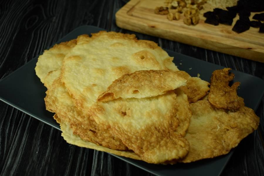 Приготовление десерта с заварным кремом, черносливом и грецкими орехами шаг 5