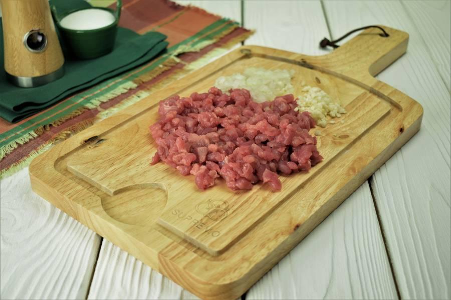 Приготовление картофельных шариков с мясом шаг 1