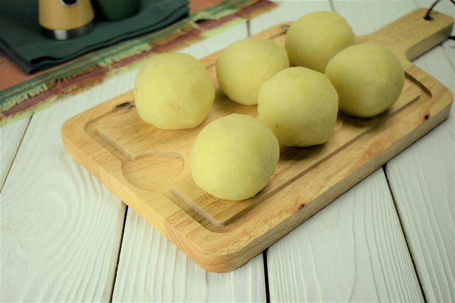 Приготовление картофельных шариков с мясом шаг 5
