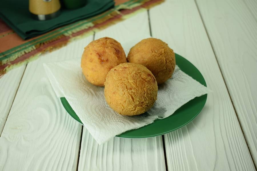 Приготовление картофельных шариков с мясом шаг 9