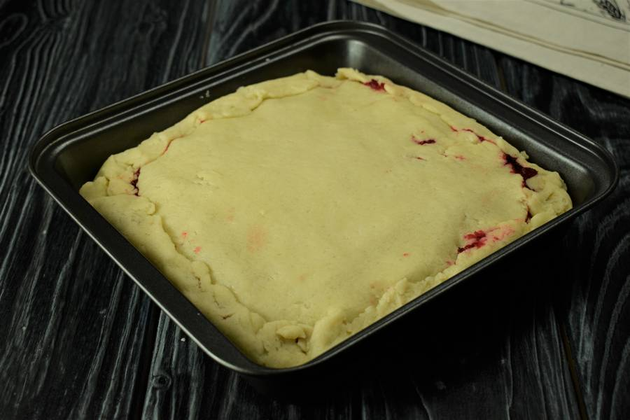 Приготовление клюквенного пирога шаг 10