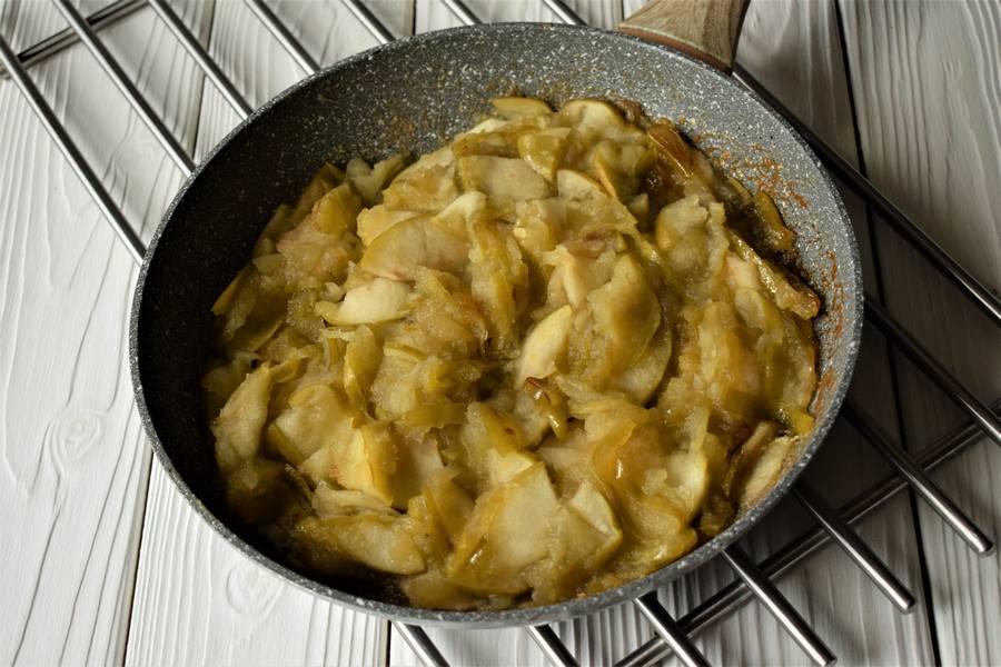 Приготовление открытых песочных яблочных пирожков шаг 3