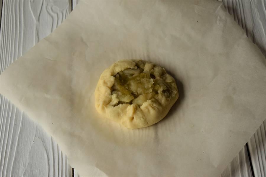 Приготовление открытых песочных яблочных пирожков шаг 9
