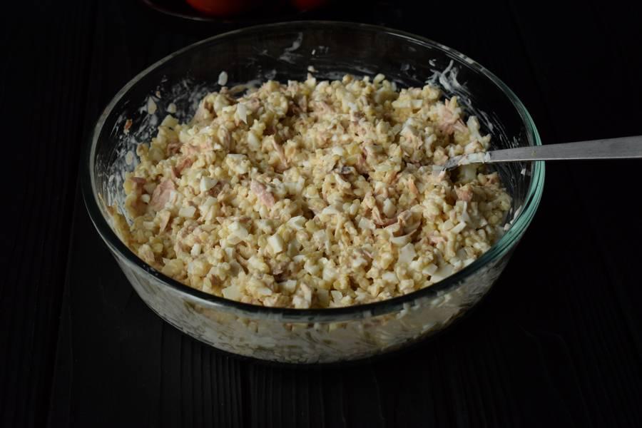 Приготовление салата с тунцом и булгуром шаг 4