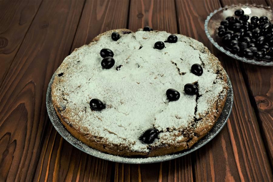 Приготовление шоколадного пирога с виноградом шаг 10