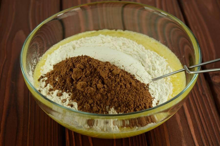 Приготовление шоколадного пирога с виноградом шаг 5