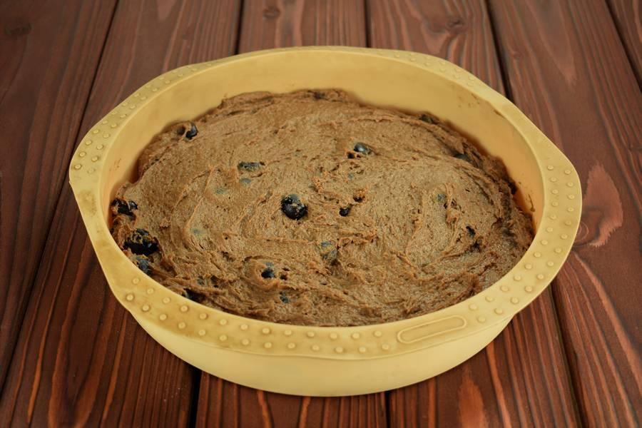 Приготовление шоколадного пирога с виноградом шаг 8