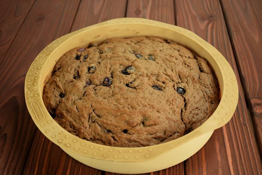 Приготовление шоколадного пирога с виноградом шаг 9