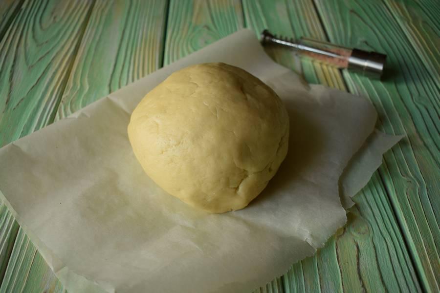 Приготовление соленого песочного печенья шаг 2