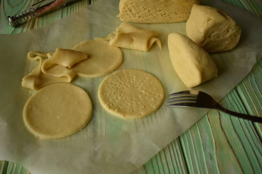 Приготовление соленого песочного печенья шаг 3