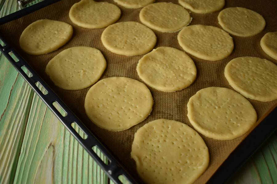 Приготовление соленого песочного печенья шаг 4