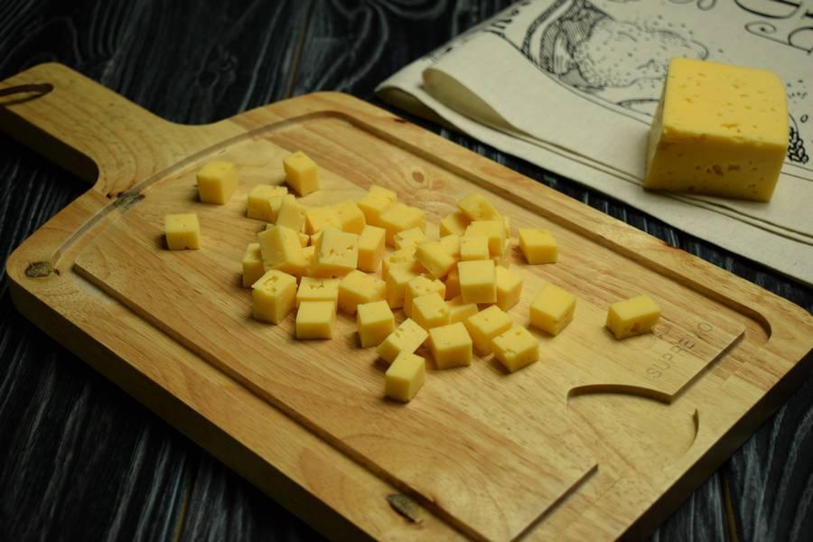 Приготовление свиной вырезки, нашпигованной сыром, шаг 1