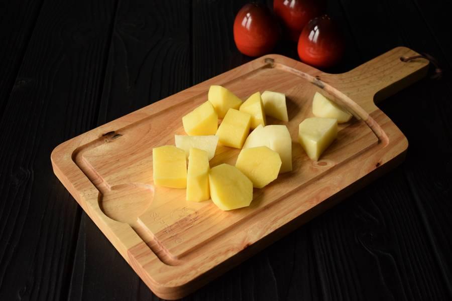 Приготовление в горшочках телятины с картофелем и болгарским перцем шаг 1