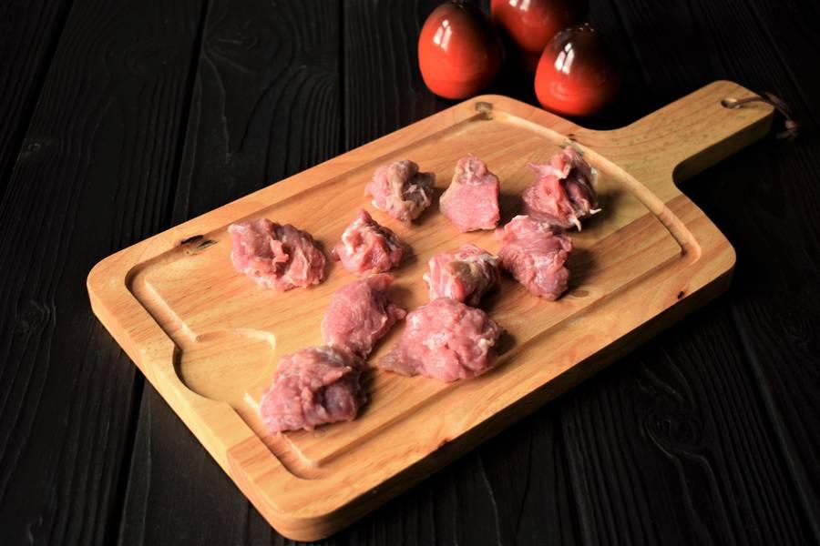 Приготовление в горшочках телятины с картофелем и болгарским перцем шаг 4