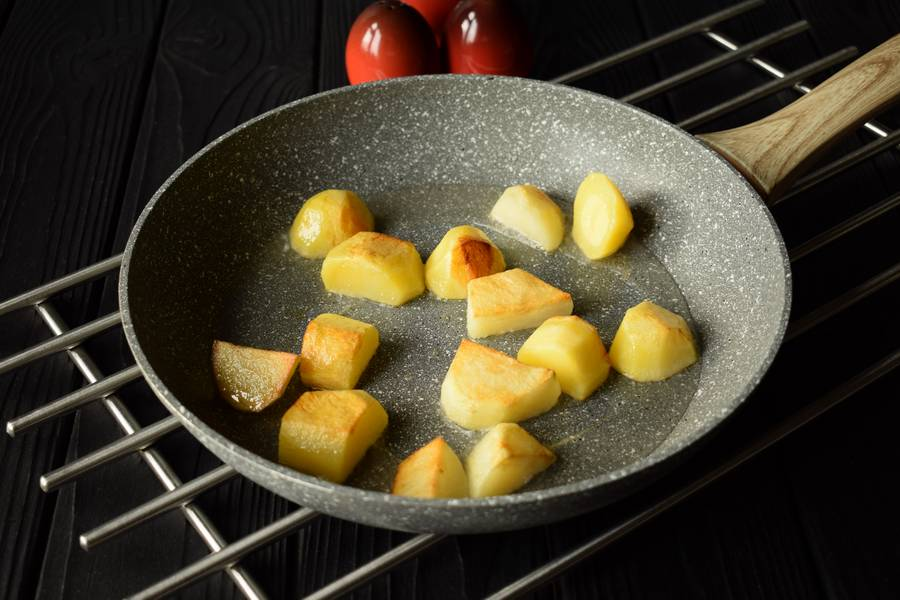 Приготовление в горшочках телятины с картофелем и болгарским перцем шаг 5