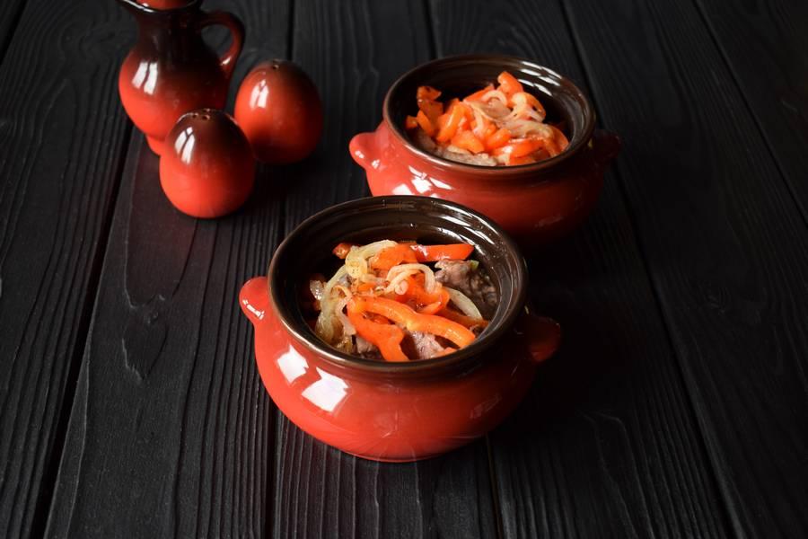 Приготовление в горшочках телятины с картофелем и болгарским перцем шаг 8