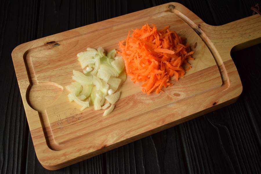 Приготовление в горшочках телятины с картофелем и грибами шаг 3