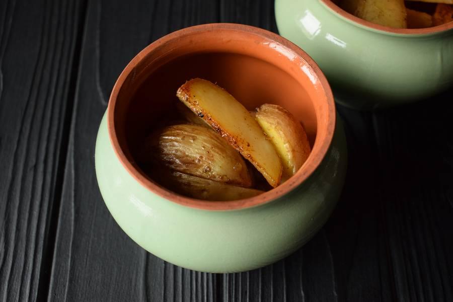 Приготовление в горшочках телятины с картофелем и грибами шаг 9