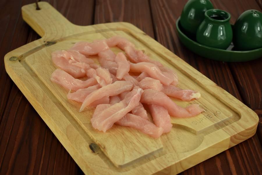 Приготовление в сметанном соусе куриной грудки с болгарским перцем шаг 1