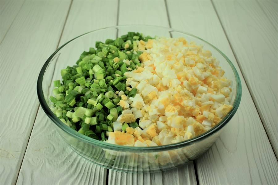 Приготовление жареных пирожков с зеленым луком и яйцом шаг 9