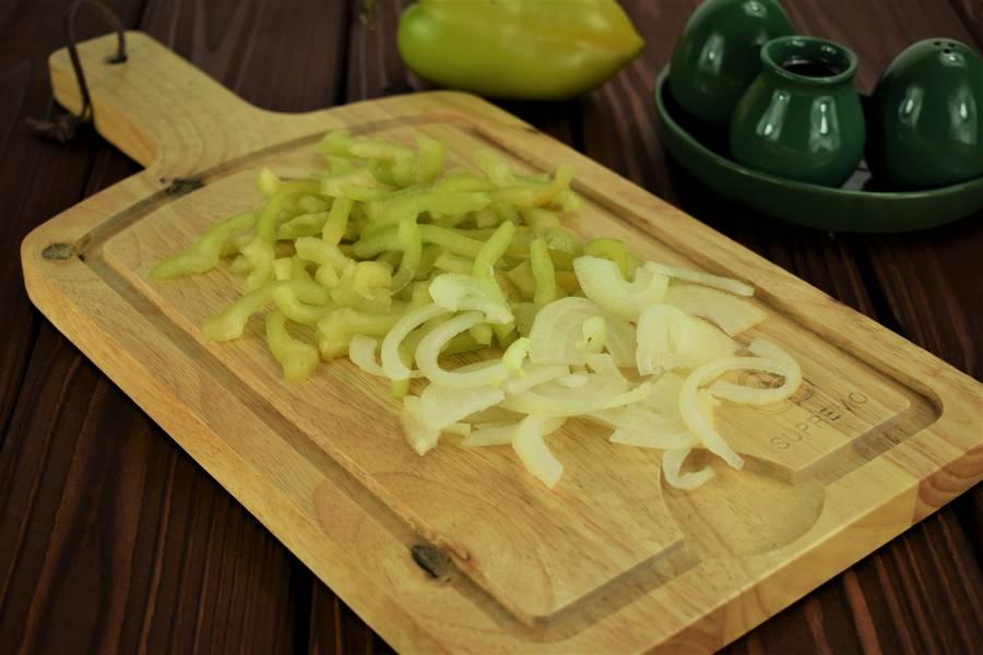 Приготовление жульена из курицы с болгарским перцем шаг 2