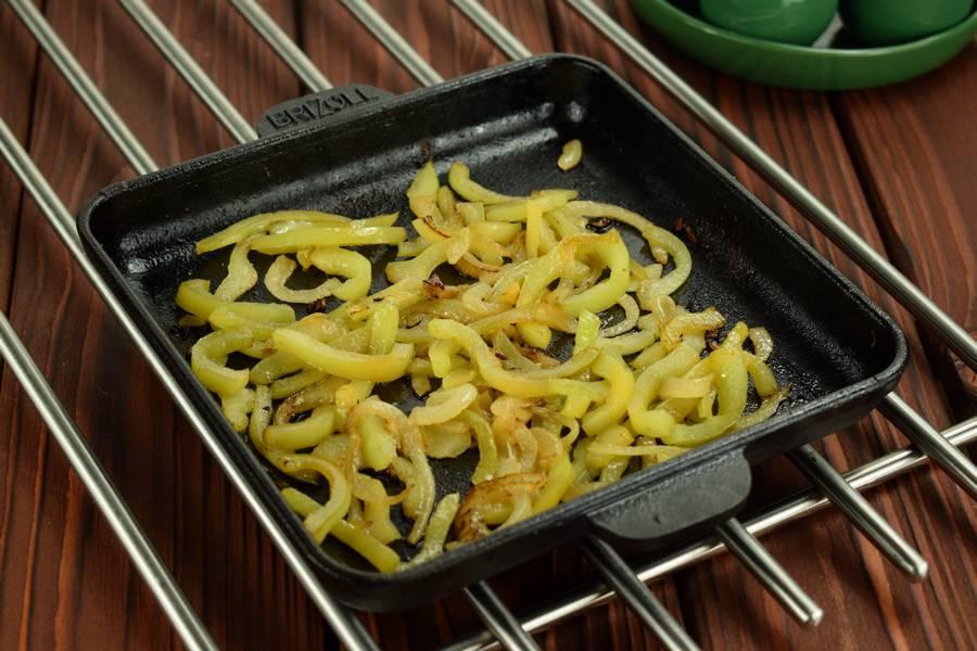 Приготовление жульена из курицы с болгарским перцем шаг 4
