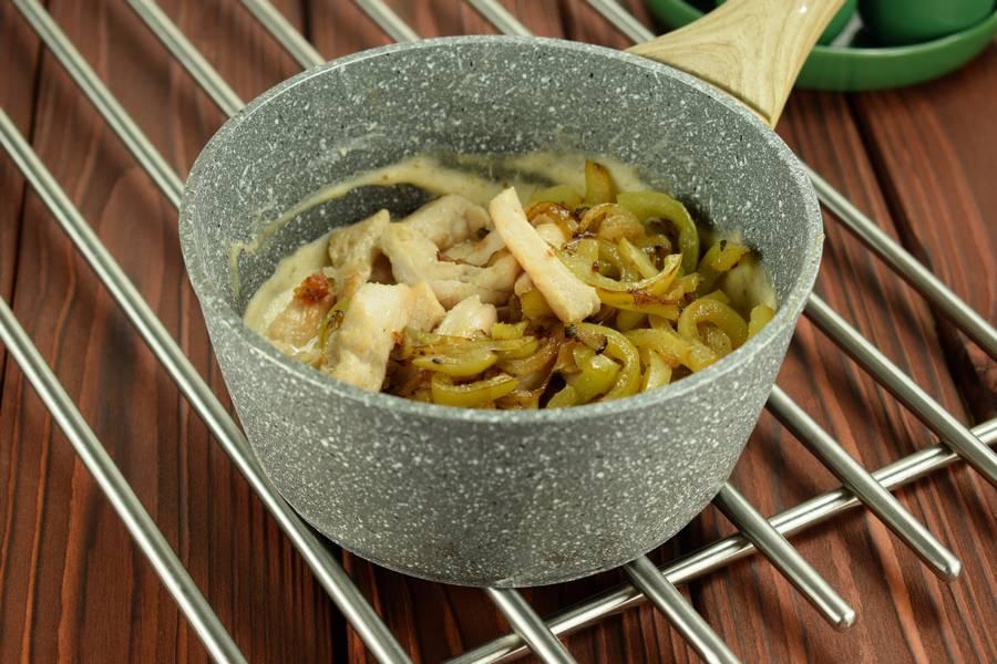 Приготовление жульена из курицы с болгарским перцем шаг 8